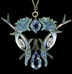 Pendant / necklace - by Rene Lalique Circa 1900 - This symmetrical Art Nouveau style sea creature design, is made of enameled gold, pale blue aquamarines, glass and diamonds. Bijoux Art Nouveau, Art Nouveau Jewelry, Jewelry Art, Vintage Jewelry, Jewelry Accessories, Fine Jewelry, Jewellery, Gold Jewelry, Lalique Jewelry