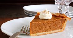 This is absolutely the BEST homemade pumpkin pie recipe! Make it with canned or fresh pumpkin puree and up to several days ahead. Also freezes well! Thanksgiving pie never looked so good or so easy. Classic Pumpkin Pie Recipe, Best Pumpkin Pie, Pumpkin Pie Recipes, Pumpkin Puree, Pumpkin Spice, American Desserts, Sweet Pie, Köstliche Desserts, Dessert Recipes