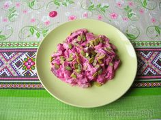 Очень простой и полезный салат из свеклы и тыквенных семечек, который готовим из минимума ингредиентов и без майонеза всего за 5 минут! Количество ингредиентов рассчитано на 4 порции.Ингредиенты:Свекл...