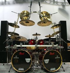 Pearl drum kit. impressive symetric cymbals setup