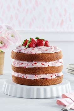Strawberry-Limeade Cake with Strawberry-Cream Cheese Frosting: Welcome spring with a dessert as fruity and fresh as your favorite beverage. Frosting Recipes, Cake Recipes, Dessert Recipes, Homemade Birthday Cakes, Homemade Cakes, Birthday Recipes, Food Cakes, Cupcake Cakes, Cupcakes