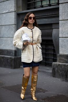 Striped Button-Downs Were a Street Style Staple Over the Weekend at Milan Fashion Week - Fashionista Milan Fashion Week Street Style, Autumn Street Style, Cool Street Fashion, Street Style Looks, New York Fashion, Street Chic, Bright Winter Outfits, Style Snaps, Fitness Fashion