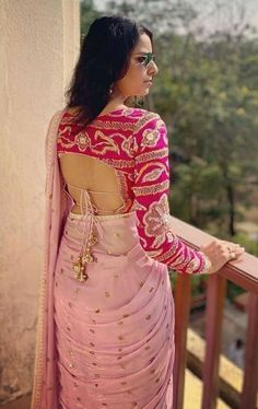 Top 30 Latest And Trendy Blouse Designs For Back Neck Sari Design, Choli Blouse Design, Saree Blouse Neck Designs, Fancy Blouse Designs, Bridal Blouse Designs, Sari Blouse, Blouse Sexy, Wedding Saree Blouse, Sari Dress