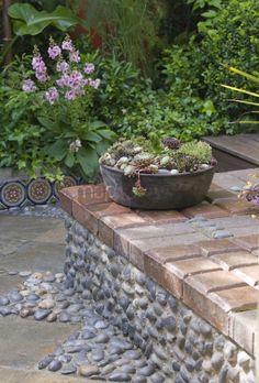 jardin de cour jardin de ville jardin mditerranen dallage mur recouvert de