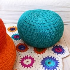 crochet rug - colors - kleuren - gehaakt vloerkleed - poef