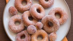 Make the holiday extra tasty with party foods and candy from your kitchen Oreo Donuts, Doughnuts, Dunkin Donuts, Candy Recipes, Wine Recipes, Pumpkin Recipes, Fall Recipes, Donut Icing, Halloween Donuts
