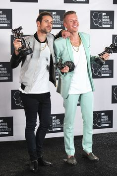 MTV VMAs: Macklemore 'Welled Up' During 'Same Love' Victory | 15 Mi...