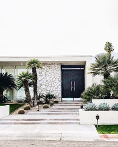The Ultimate Guide To Mid-Century Modern Architecture Pal. - The Ultimate Guide To Mid-Century Modern Architecture Palm Springs architect - Palm Springs Häuser, Palm Springs Style, Palm Springs Architecture, Modern Architecture, Modern Exterior, Exterior Design, Palm Springs Mid Century Modern, Mid Century Exterior, Mid Century House