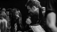 Blur • The Magic Whip • Ao Vivo «Celebrava-se o regresso dos Blur aos discos e o momento de festa solene era dedicado à apresentação na íntegra dos temas que escrevem a história de The Magic Whip.»  #Blur #TheMagicWhip #Londres #Youtube #AoVivo #AlecPeterson #TrackerMagazine