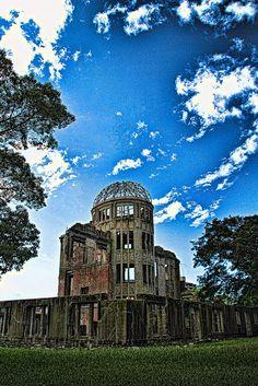 Atomipommin tuhoa Hiroshimassa. Minua kiinnostaisi nähdä juuri tällaisia raunioita, vaikkei niiden historia olekaan mukava.