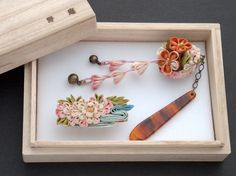 「silkart HIMEKO 」new work Photo by 野庵 (www.a-yarn.com) ●silkartHIMEKO facebookpage https://ja-jp.facebook.com/himekosilkart ●silkart HIMEKO URL http://www.himeko-silkart.com/ #tsumami #japan #handmade #art #craft #pretty #cute #hairaccessories #flowers #silk #kanzashi