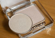 Mac dazzlelight, catrice ooops...nude did it again