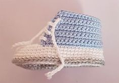 Baby Sneakers Materials: Crochet Yarn (50 g ~ 125 m), Crochet Hook Size 2,00 mm Abbreviation (US): DC – Double Crochet (US) Sl st – slip stitch SC – Single Crochet CH – Chain Hdc – half double crochet ST - Stitch R