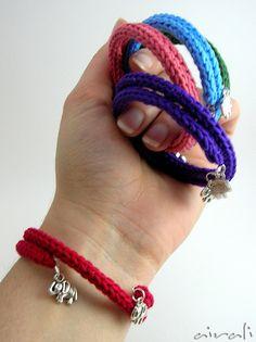 *Pulseira de voltas (arame memória) em lã feita em tricotin com berloques- Bracciali tricotin con elefantino - tricotin elephant bracelet by airali_gray, via Flickr