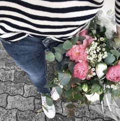 Fin du week end. Week End, Pull, Jeans, What To Wear, Instagram, Easter, Spring, La Mode, Jeans Pants