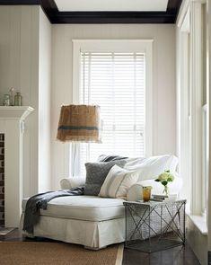 Chic Living Room, Cozy Living Rooms, Living Room Decor, Sitting Rooms, Sitting Area, Bedroom Reading Nooks, Bedroom Couch, Diy Bedroom, Bedroom Modern