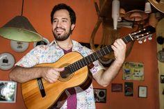 """O sambista  Eduardo Pio faz um show de lançamento do disco """"Conversas de bar"""" no espaço A Autêntica, nesta sexta-feira, dia 1º, às 23h. A entrada é Catraca Livre."""