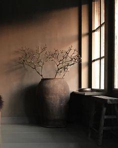 Hoffz interieur inspiratie - De Wemelaer - Health and wellness: What comes naturally Wabi Sabi, Dark Interiors, Rustic Interiors, Rustic Style, Rustic Decor, Interior And Exterior, Interior Design, Sober Living, Deco Boheme