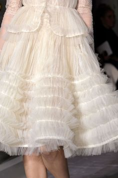 Valentino Haute Couture Spring 2013 - style and colour Chanel Couture, Couture Fashion, Valentino Couture, Valentino Shoes, Couture Details, Fashion Details, Dress Chanel, Chanel Chanel, Chanel Bags