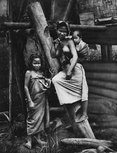 Vintage Pictures, Old Pictures, Africa Tribes, Philippine Women, Emotional Photography, Old Portraits, Vintage Black Glamour, Tribal People, Folk