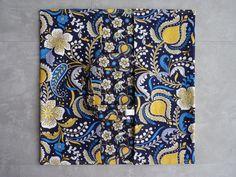Sac à tarte tout coton dominante jaune/bleu.