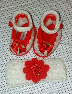 Baby girl hand knitted shoe & Headband.  Suitable for 0-3 months.