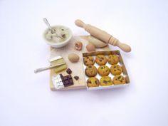 miniature 1:12 chocolate chip cookies preparation board on sale in my Etsy shop: FairClay. Find me also on Facebook: Gli Intenditori del Fimo