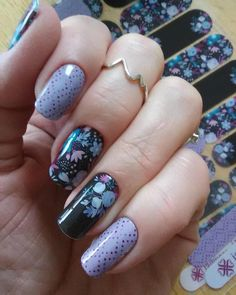 Do you love #nailart but it's always so hard to get it right? Do you have #longnails and love to have beatiful designs? I can help you out with that :D This gorgeous #manicure is compliments of Megan Cosatino's #Naiartstudio design (the floral) and #keepsakejn which is a new #catalogwrap which I love! Give me all the #purplenails thanks for the photo Kelly Baker! You're an amazing #model