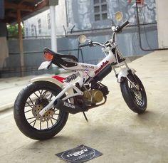 C90 Honda, Honda Cub, Tracker Motorcycle, Moto Bike, Custom Motorcycles, Custom Bikes, Bicycle Engine, Scooter Custom, Riders On The Storm