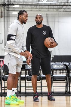 Kawhi Leonard working out with Kobe Bryant. Kobe Bryant Family, Kobe Bryant 24, Los Angeles Clippers, Los Angeles Lakers, Nba Players, Basketball Players, Pro Basketball, Kobe Bryant Socks, Kobe Bryant Pictures