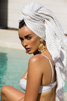 Roccoco Earrings Gold #goldearrings Pool Photography, Jewelry Photography, Fashion Photography, Photography Ideas, Pool Photoshoot, Pool Fotografie, Towel Girl, Bikini Pool, Pool Picture