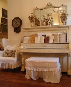 From Patina Green Home & Market blog--I'm in love with this piano...actually the whole area. I have actually seen this piano in my mind's eye for years....sigh