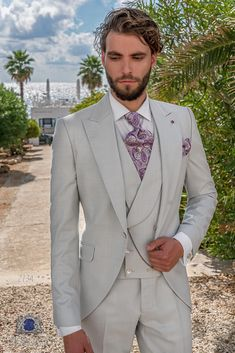 Fashion light grey Prince of Wales frock coat groom suit White Tuxedo Wedding, Short Frocks, Wedding Frocks, White Leather Shoes, Frock Coat, Techniques Couture, Bespoke Suit, Fashion Lighting, Mens Fashion Suits