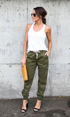 Pantalones que pueden remplazar a tus muy acalorados jeans Jogger Pants Outfit Dressy, Green Pants Outfit, Summer Outfits, Casual Outfits, Cute Outfits, Fashion Outfits, Womens Fashion, Outfits Pantalon Verde, Pantalon Cargo Kaki
