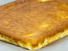 Se prepară atât de simplu, încât veți dori să o preparați mereu – plăcintă turnată cu brânză! Serbian Recipes, Hungarian Recipes, Egg Recipes, Cake Recipes, Dessert Recipes, Food Cakes, No Cook Desserts, Dessert Drinks, Something Sweet