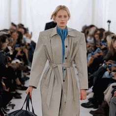 There Are Few Things in Life as Timeless as a Khaki Trenchcoat Khaki Trench Coat, Classic Trench Coat, Good Attitude, Just Beauty, Trending Now, Get Dressed, Dress Up, Style Inspiration, Lady