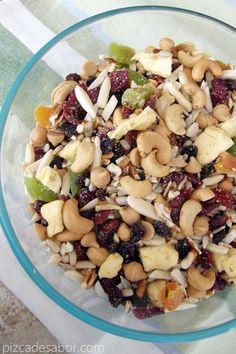 Snack saludable / trail mix {frutos secos, fruta y más} | http://www.pizcadesabor.com/2013/04/03/snack-saludable-trail-mix-frutos-secos-fruta-y-mas/