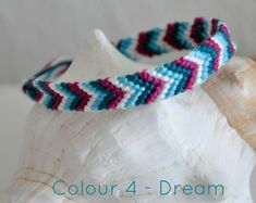 Woven bracelets, perfect for a colourful summer! Woven bracelets, perfect for a colourful summer! Thread Bracelets, Embroidery Bracelets, Woven Bracelets, Handmade Bracelets, Jewelry Bracelets, String Bracelets, Colorful Bracelets, Friendship Bracelets Tutorial, Diy Friendship Bracelets Patterns