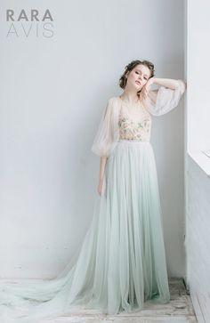 Wedding dresses vintage tulle style new Ideas Vintage Style Wedding Dresses, Blue Wedding Dresses, Designer Wedding Dresses, Wedding Bridesmaids, Bridal Dresses, Vintage Dresses, Bridesmaid Dresses, Wedding Gowns, Wedding Vintage
