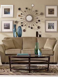 Salon tradicional con espejos de sol de housebeautiful for Diferencia entre halla y living room