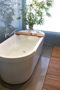 Bathroom Tub Subway Clear Glass Tile Design, Pictures, Remodel, Decor and Ideas - page 7 Glass Tile Bathroom, Master Bathroom, Zen Bathroom, Glass Tiles, Bathroom Ideas, Bathroom Safety, Tub Tile, Bathtub Ideas, Glass Floor