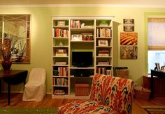Laura's Inviting Live / Work Studio Diy Apartment Decor, Apartment Living, Apartment Therapy, Apartment Ideas, Small Space Living, Small Spaces, Bookshelves With Tv, Bookcases, Brown Couch Living Room