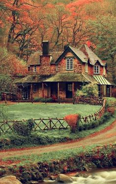 Beautiful home scenery in the English countryside & Living Beautiful Homes, Beautiful Places, Devon England, Autumn Scenery, Cabins And Cottages, Cabins In The Woods, Victorian Homes, Old Houses, My Dream Home