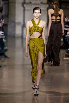 Yiqing Yin Spring 2016 Couture