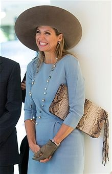 """Gloves fit for a queen. Queen Maxima of the Netherlands attends the opening of the newly renovated museum Ons 'Lieve Heer op Solder' in Amsterdam, The Netherlands, in September Always the fashionable royal, Queen Maxima truly shows her """"leather"""" side. Dutch Queen, Style Royal, Moda Outfits, Estilo Real, Royal Queen, Queen Queen, Vogue, Crown Princess Victoria, Princess Charlene"""