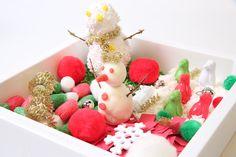 Caja sensorial de Navidad para estimular los sentidos, desarrollar la motricidad fina, el lenguaje, la concentración, la relajación... y para divertirse! Ideas Geniales, Ideas Para, Raspberry, Fruit, Christmas Boxes, Kid Games, Educational Toys, Fine Motor, Season Change