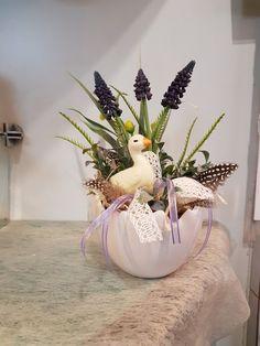 Easter Flower Arrangements, Easter Flowers, Easter Tree, Easter Bunny, Floral Arrangements, Home Crafts, Diy And Crafts, Different Plants, Spring Is Here