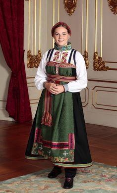 60 Top Prinses Ingrid Alexandra Van Noorwegen foto's en beelden Ingrid Alexandra, Norwegian Royalty, Pictures Of Princesses, Estilo Real, Danish Royal Family, Folk Costume, Traditional Outfits, Photo S, Victoria