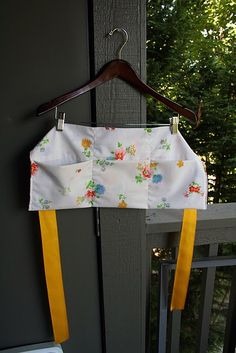 vendor apron from a pillowcase - for craft show booths, PTA ticket sales. housework/projects?
