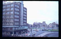 Blick vom Bahnhof ueber den Alexanderplatz um 1960 rechts noch das 1968 abgerissene Minolhaus